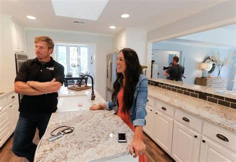 the 25 best fixer upper tv show ideas on pinterest hgtv chip and joanna gaines the 1 thing the fixer upper