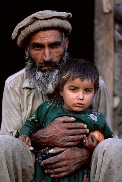 libro steve mccurry afghanistan fo 25 best ideas about daddy daughter photos on father daughter poses father daughter