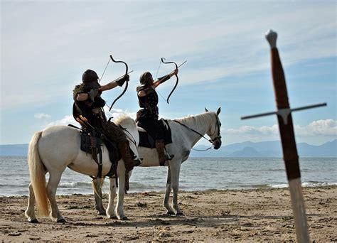 highlander on horse jaqui wilson flickr 17 best images about horse back archery on pinterest
