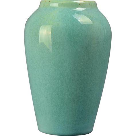 muncie pottery 1930 s gloss green vase shape 102 5 3i from