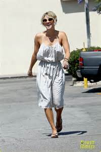 sweeting kaley cuoco new haircut i did a movie called quicksand no escape by kaley cuoco