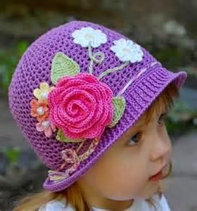 cappelli per lade da tavolo oltre 25 fantastiche idee su cappelli all uncinetto su
