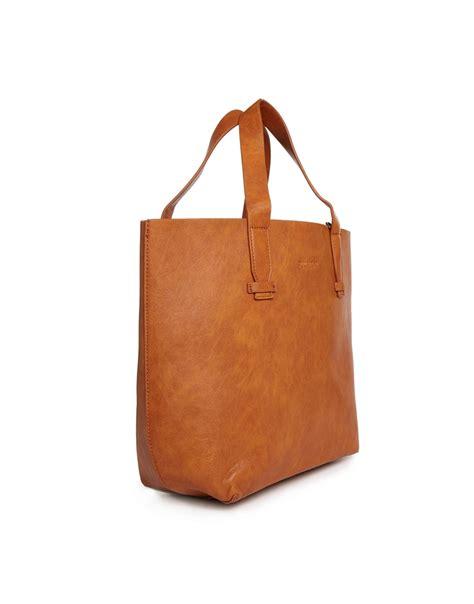 pull shopper bag in in brown lyst