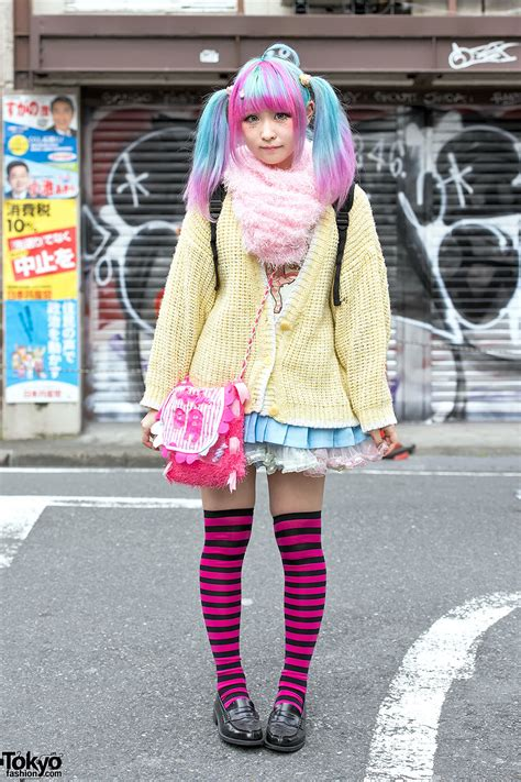 Bag Bodyline 001 Pink ahoge pastel twintails in harajuku w sweater striped
