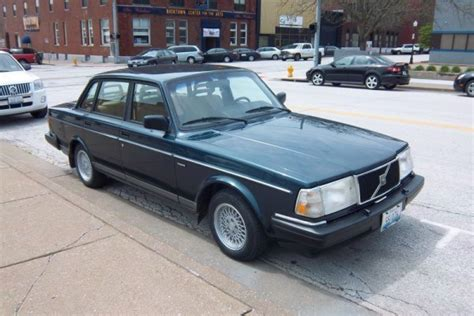 curbside classic  volvo  sedan     turn   lights