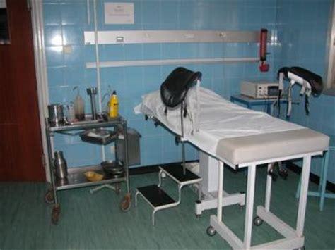 table examen gyneco a la maternit 233 c garde gyneco avec dr o femme en herbe