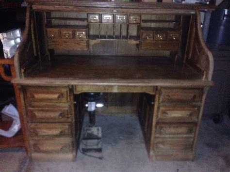 jefferson roll top desk i a roll top desk that has a plaque with the name