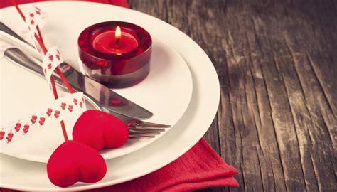 tavola per cena romantica tavola san valentino idee romantiche per apparecchiare