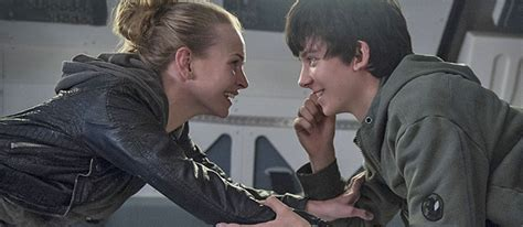 movies coming soon the space between us 2017 between you and me the space between us is a dud