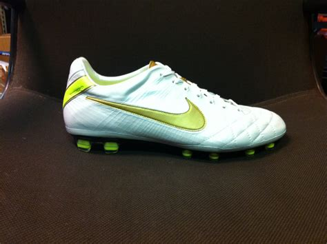 football shoes wiki file nike tiempo legend iv elite jpg wikimedia commons