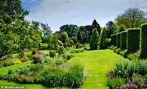 Kensington Palace Apartment Goggle At Our Glorious Garden They Re The Posh Boozers On