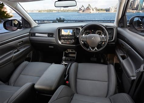 mitsubishi outlander 2015 interior 2016 mitsubishi outlander xls and exceed review