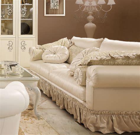 divani imbottiti classici divani classici imbottiti per arredamento classico zona