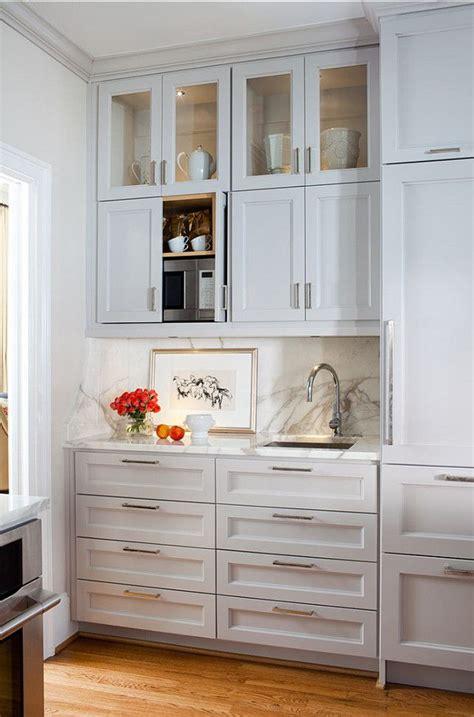 White Kitchen Cabinet Hardware Ideas by Best 25 Kitchen Cabinet Handles Ideas On Grey