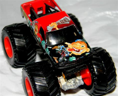 matchbox monster jam trucks wheels monster jam gun slinger 44 70 1 64 diecast
