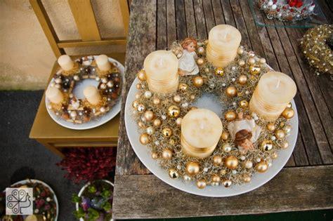 tavola natalizia oro centrotavola natalizi bianco e oro divergentmusings
