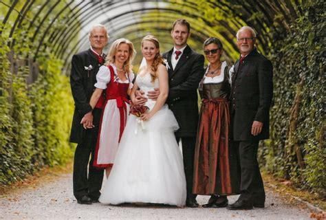 Hochzeit Tracht by Gl 252 Ckliche Paare Ganzer Golling