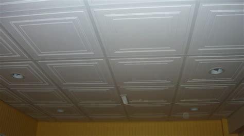 Installation Luminaire Plafond by Installer Luminaire Plafond Comment Poser Un Spot Ou Une