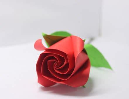 Lem Ijo cara membuat bunga mawar dari kertas krep