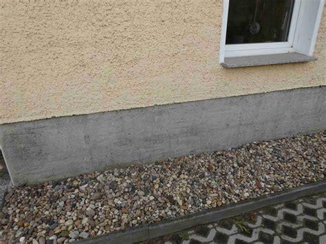 sockel streichen sockelputz verputzen ausbessern erneuern bauen de