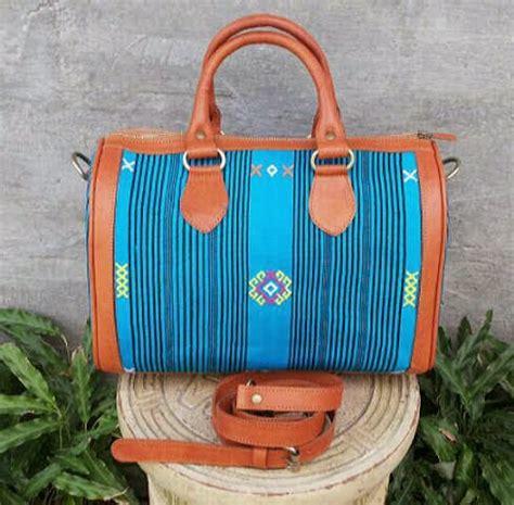 Tas Kulit Sapi Bulan Tenun Ulos grosir batik jakarta tas etnik indonesia tas tenun