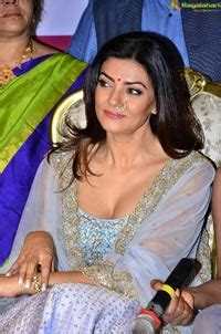 sushmita sen latest interview exclusive photos sushmita sen at sashi vangapalli store