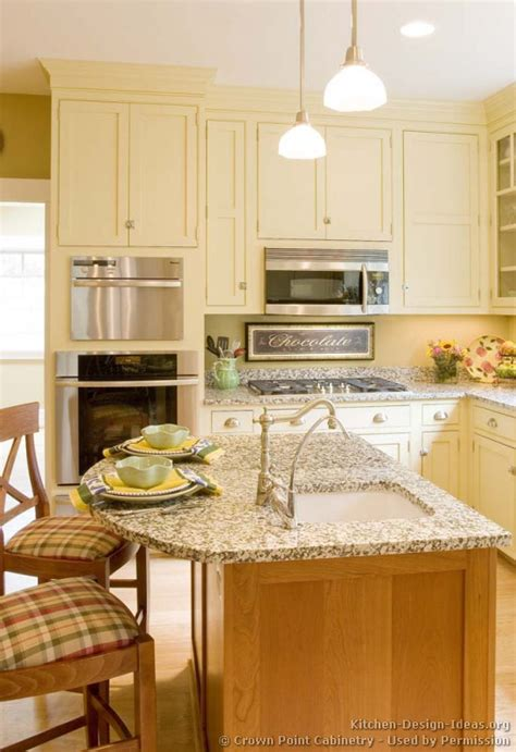 Cottage Kitchen Cabinets by Cottage Kitchens Photo Gallery And Design Ideas