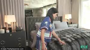 home tour series khloe jenner gives house tour of 2 7m calabasas