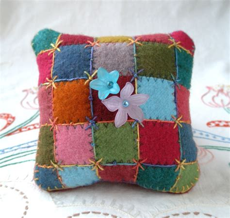 Patchwork Pincushion Pattern - 25 best ideas about felt pincushions on