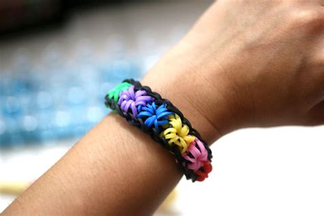 how to make loom bands with how to make a starburst bracelet using the rainbow loom