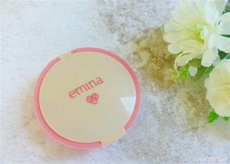Emina City Chic Cc Cake Butterscotch 12gr Two Way Cake T2909 reezki s emina cosmetics products review