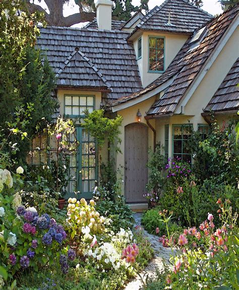 small homes and cottages english country cottages ideas for the overgrown english cottage garden pinteres