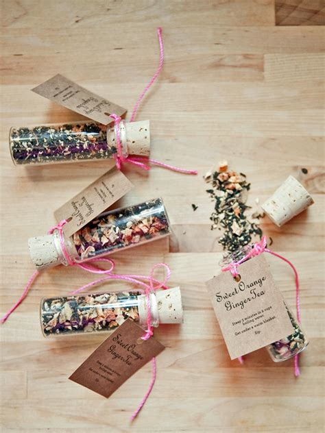 easy christmas party favors 30 festive diy favors