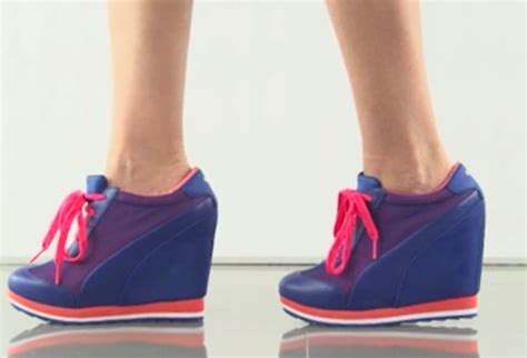 tennis con zeppa interna scarpe da ginnastica con zeppa sono ancora di moda