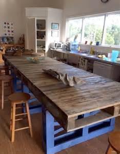 lovely Fabriquer Un Comptoir De Cuisine En Bois #1: un-ilot-de-cuisine-xxl-fait-de-palettes-de-bois_5565647.jpg