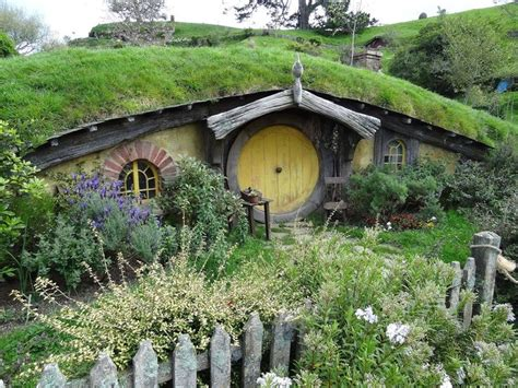 hobbit house new zealand fairy tale scenery pinterest 26 best groovy houses