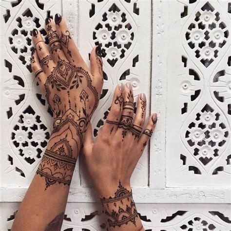 Moderne Tattoos Vorlagen die besten 25 henna tattoos ideen auf henna design henna t 228 towierung und