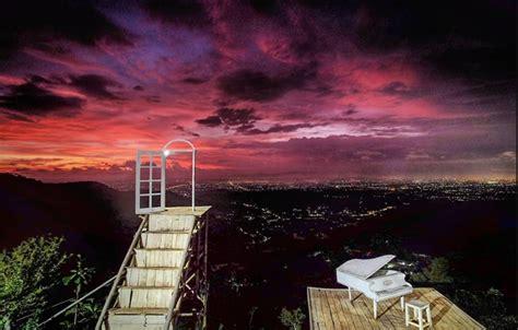mengintip keindahan pintoe langit bukit dahromo spot foto