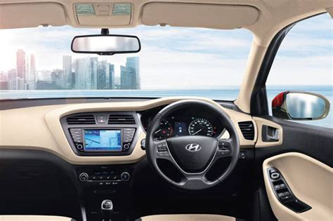 Touchscreen equipped Hyundai i20 Asta(O), i20 Active SX