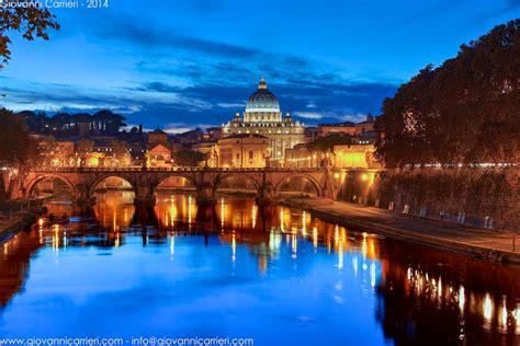 cupola di san pietro roma il tramonto sul tevere abbraccia la cupola di san pietro