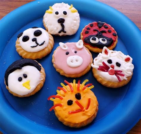 amazing animal biscuit decorating idea coloured icing