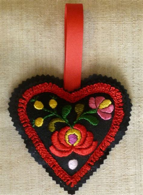 oh christmas string folk art 1000 ideas about hungarian embroidery on folk embroidery stitching and embroidered