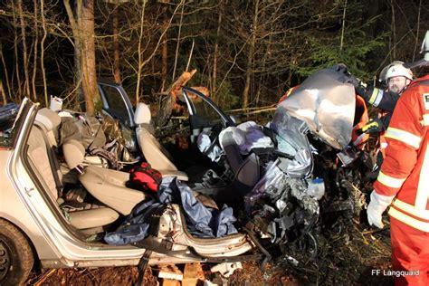 Auto Schmidt Langquaid by Das Auto Wurde Bei Dem Unfall Schwer Besch 228 Digt Idowa