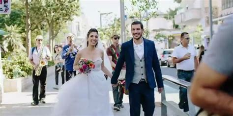 one marriage in tel aviv books israeli couples pop up wedding in tel aviv proves quot all