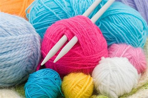 how to start a new of yarn knitting yarn and knitting needles hobbies