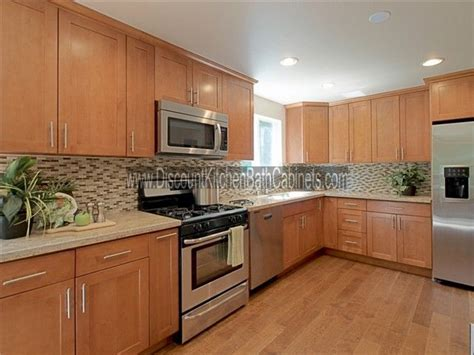 maple shaker kitchen cabinets maple shaker cabinets but exle of a floor that