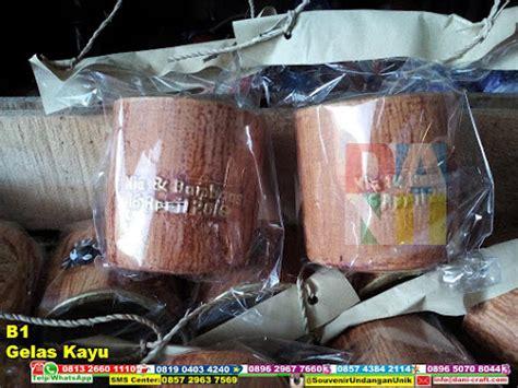 Gelas Mug Berkarakter souvenir gelas warna kayu b1 souvenir pernikahan