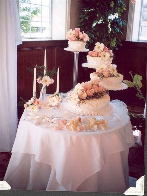 wedding cake table centerpieces wedding cake table decorations photo beautiful wedding cake and wedding cake table design and