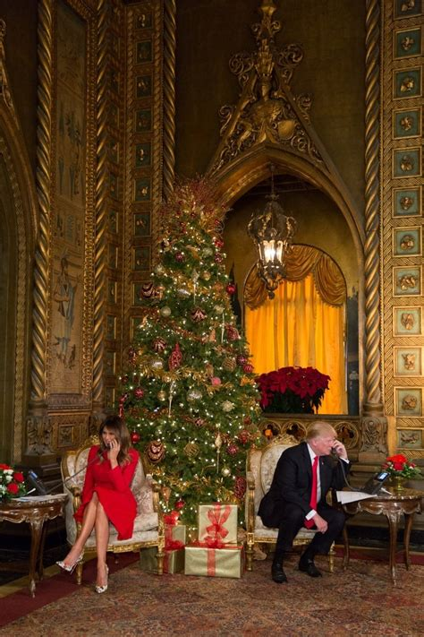 christmas eve photo  president donald  trump   lady melania trump  white house