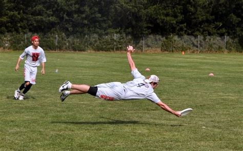 ultimate frisbee layout highlights hey r ultimate what s the best layout picture you have